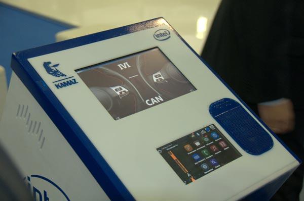 Прототип бортовой информационно-развлекательной системы для магистральных автомобилей  KAMAZ-5490 построен на процессоре Intel Atom