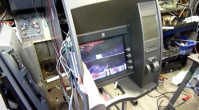 Играем в Doom на банкомате