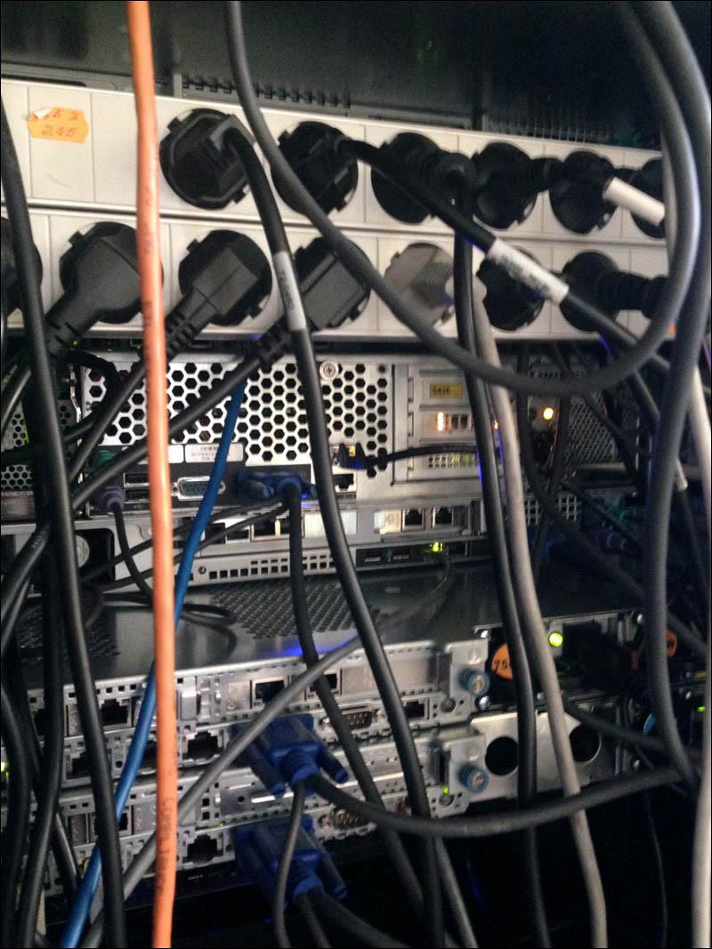 Как выглядит рабочий день IT инженера, если ты девушка