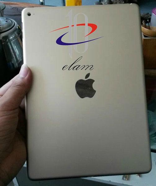 На крышке планшета Apple iPad Air 2 виден вырез в форме логотипа Apple
