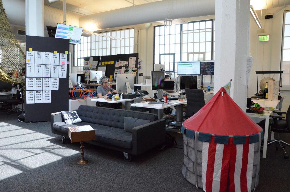 Как Airbnb удается организовывать работу своих разработчиков, не контролируя их