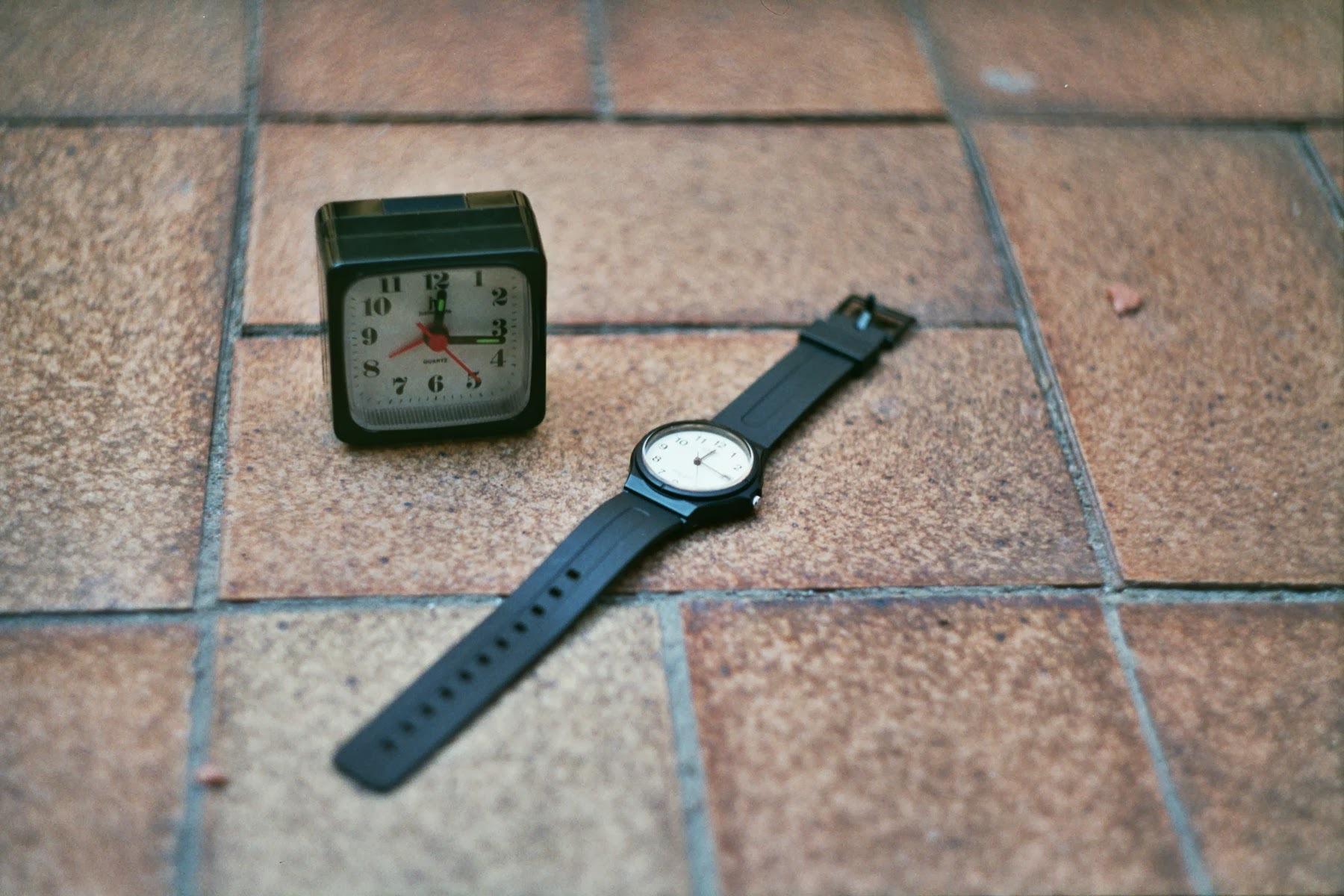 Электронные часы и будильник