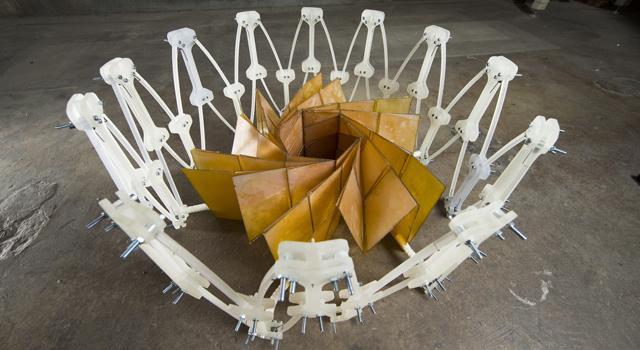 NASA представило прототип оригами системы для фотоэлементов космических аппаратов