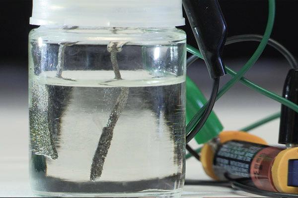 Изобретён дешёвый способ электролиза воды