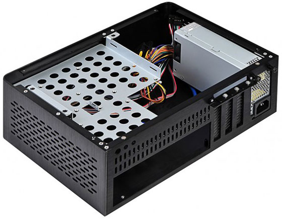 В корпусе X2 Quantax установлен блок питания мощностью 200 Вт