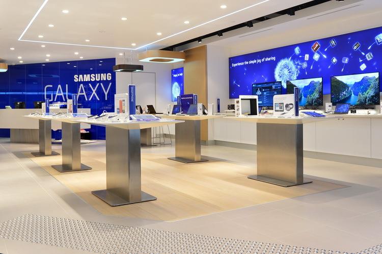 В России закрываются салоны Samsung: второй эшелон наступает?
