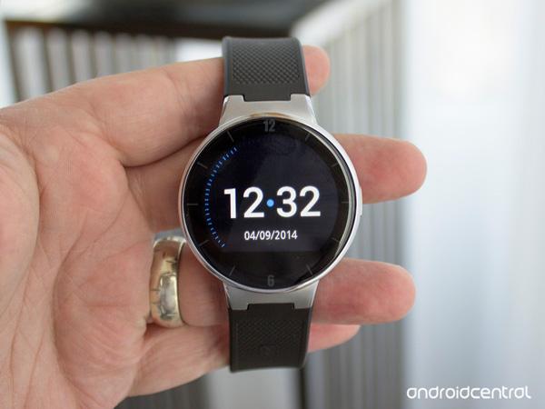 Аксессуар Alcatel OneTouch Hero 2 — носимое устройство в виде часов
