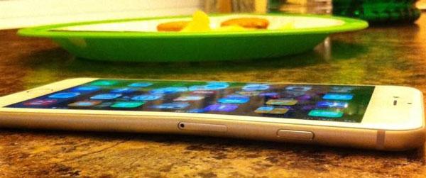 Смартфон Apple iPhone 6 Plus сгибается при ношении в карманах брюк