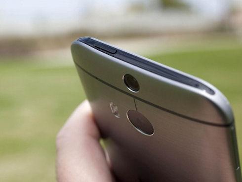 HTC удивляет прибылью, но огорчает падением продаж