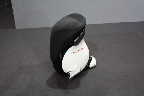 Honda усовершенствовала робо стул UNI CUB