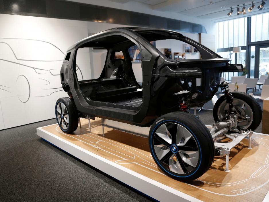 Развитие промышленных роботов в автомобилестроении. Часть 1