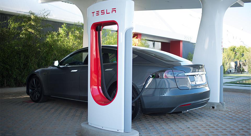 Tesla Motors расширяет сеть зарядных станций: к 2016 электро АЗС появятся в России, Украине, Молдове