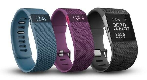 Fitbit представила 2 новых фитнес браслета Charge и Charge HR, а также «суперчасы» Surge