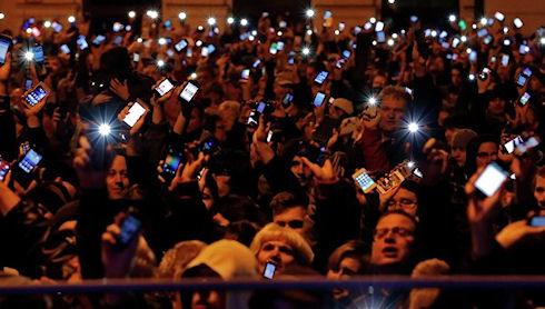 Более 100 тысяч венгров протестовали против налога на интернет