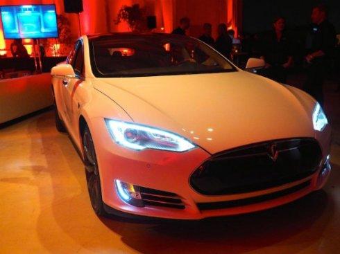 Model S от Tesla получил звание самого безопасного электрокара