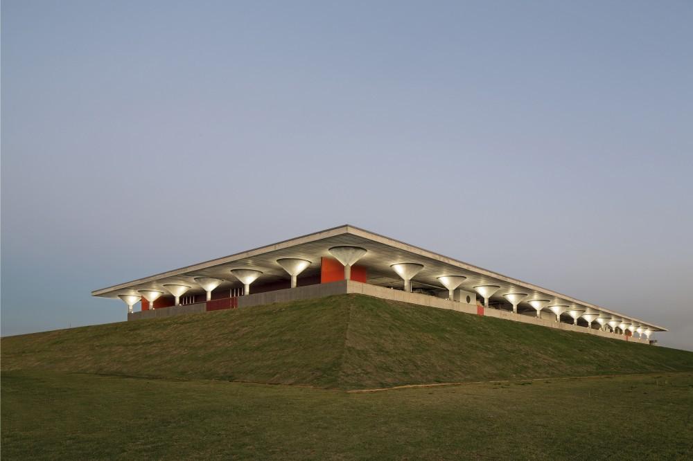 «ИТ театр» из бетона и зелени