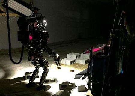 Робот Atlas учится каратэ - 1