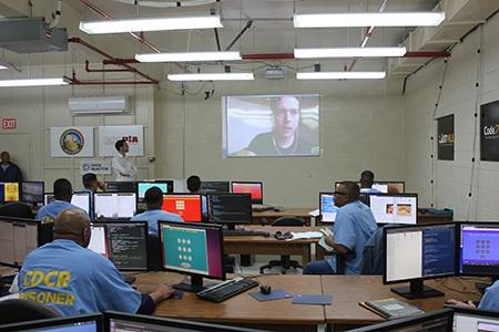 В тюрьме с инкубатором стартапов теперь учат программировать - 1