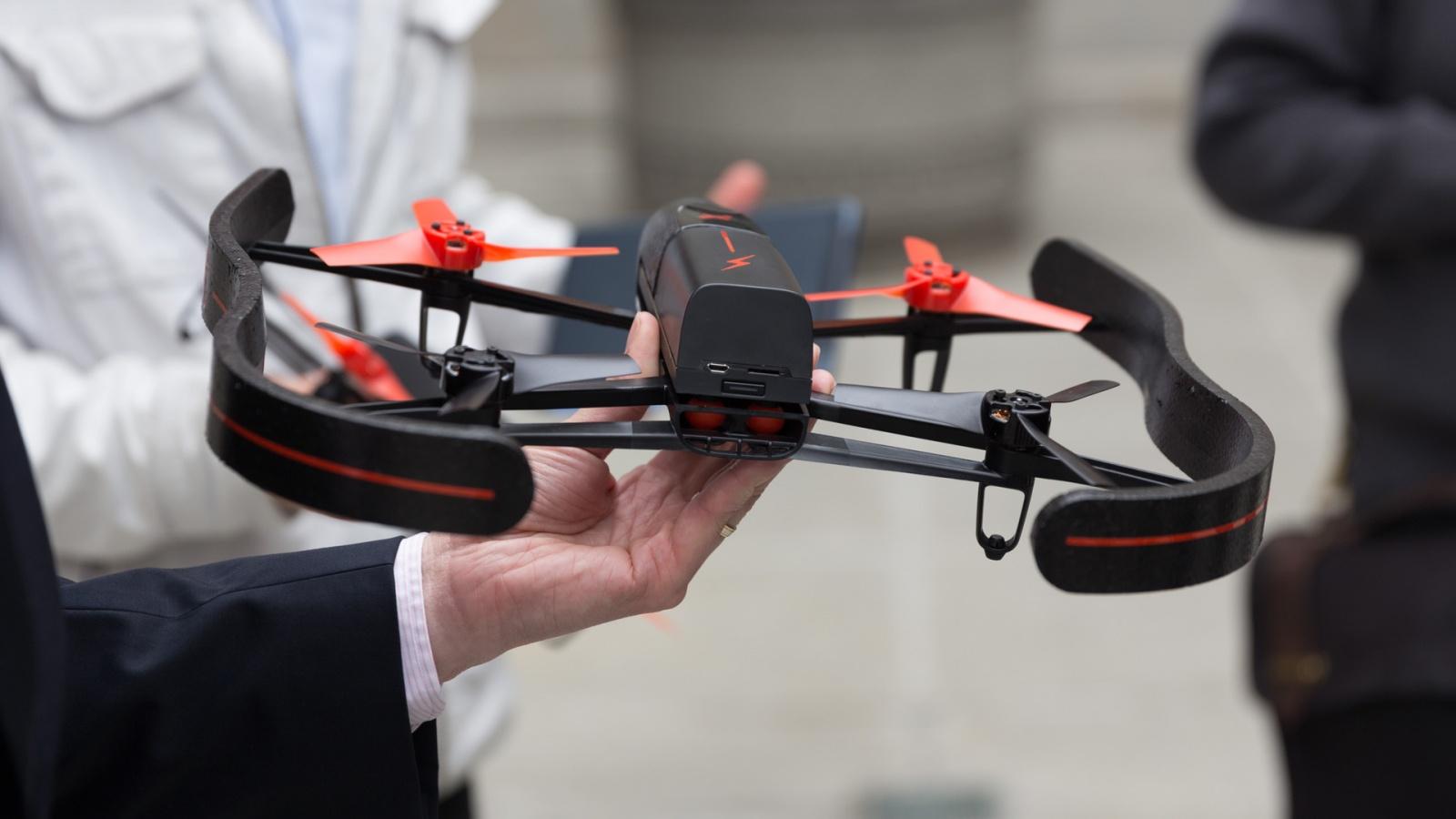 Бюджетный квадрокоптер Parrot Bebop с FullHD-камерой выйдет в декабре - 1