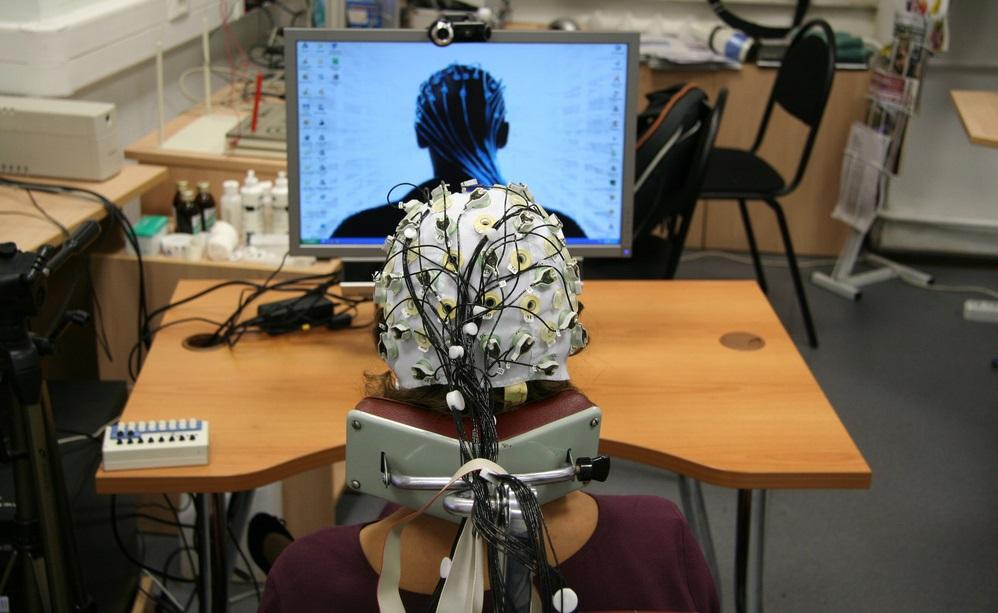 В лаборатории психофизиологии МГУ: ЭЭГ как инструмент реверс-инжиниринга мозга и интерфейс мозг-компьютер - 1