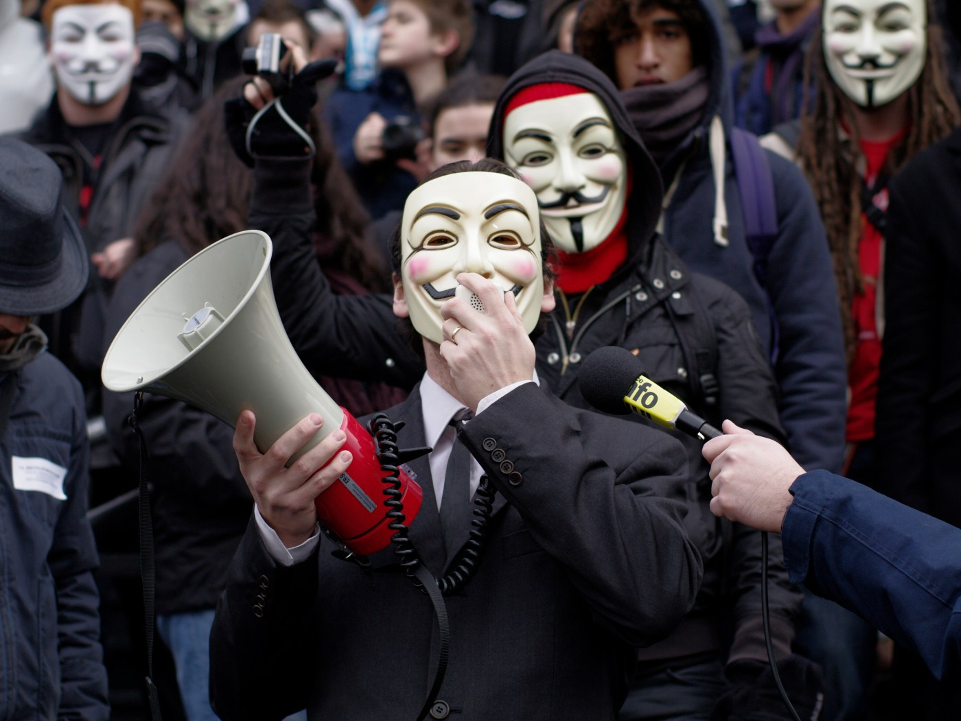 """Anonymous слил большой список паролей, кредитных карт, а также фильм """"The interview"""" от Sony - 1"""
