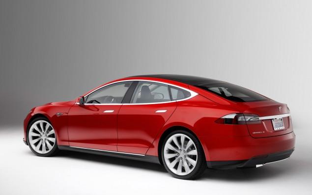 Tesla Motors разрабатывает роботизированное зарядное устройство для своих электромобилей - 1
