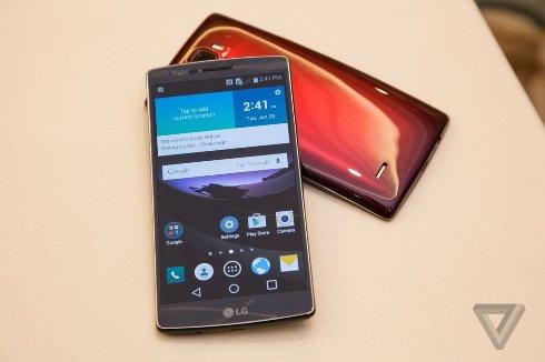 Представлен смартфон «банан» от LG