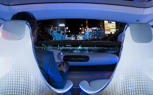 В концептуальном автомобиле Mercedes-Benz F 015 Luxury in Motion, показанном на CES, установлен экспериментальный модуль Leap Motion Meadowhawk - 2