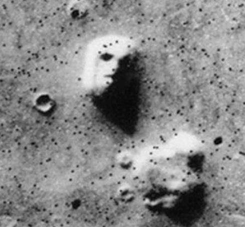 На Марсе обнаружили «смайлик»