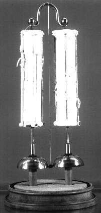 Электрическая батарея питает звонок уже 175 лет подряд - 1
