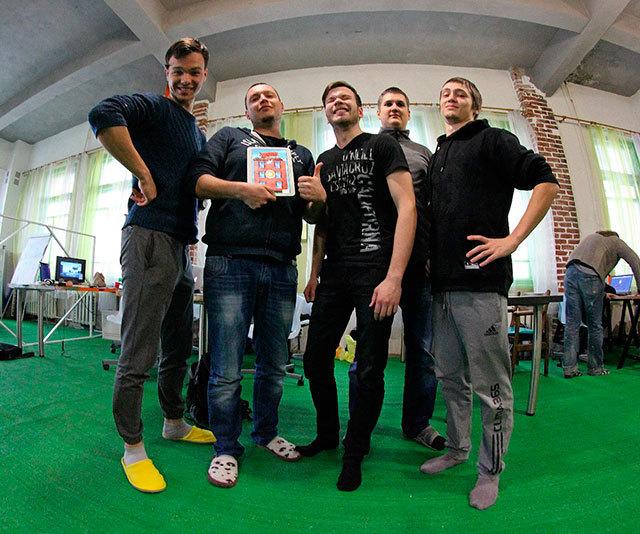 48 часов работы позади. Макс, я, Егор, Игорь и Тёма.