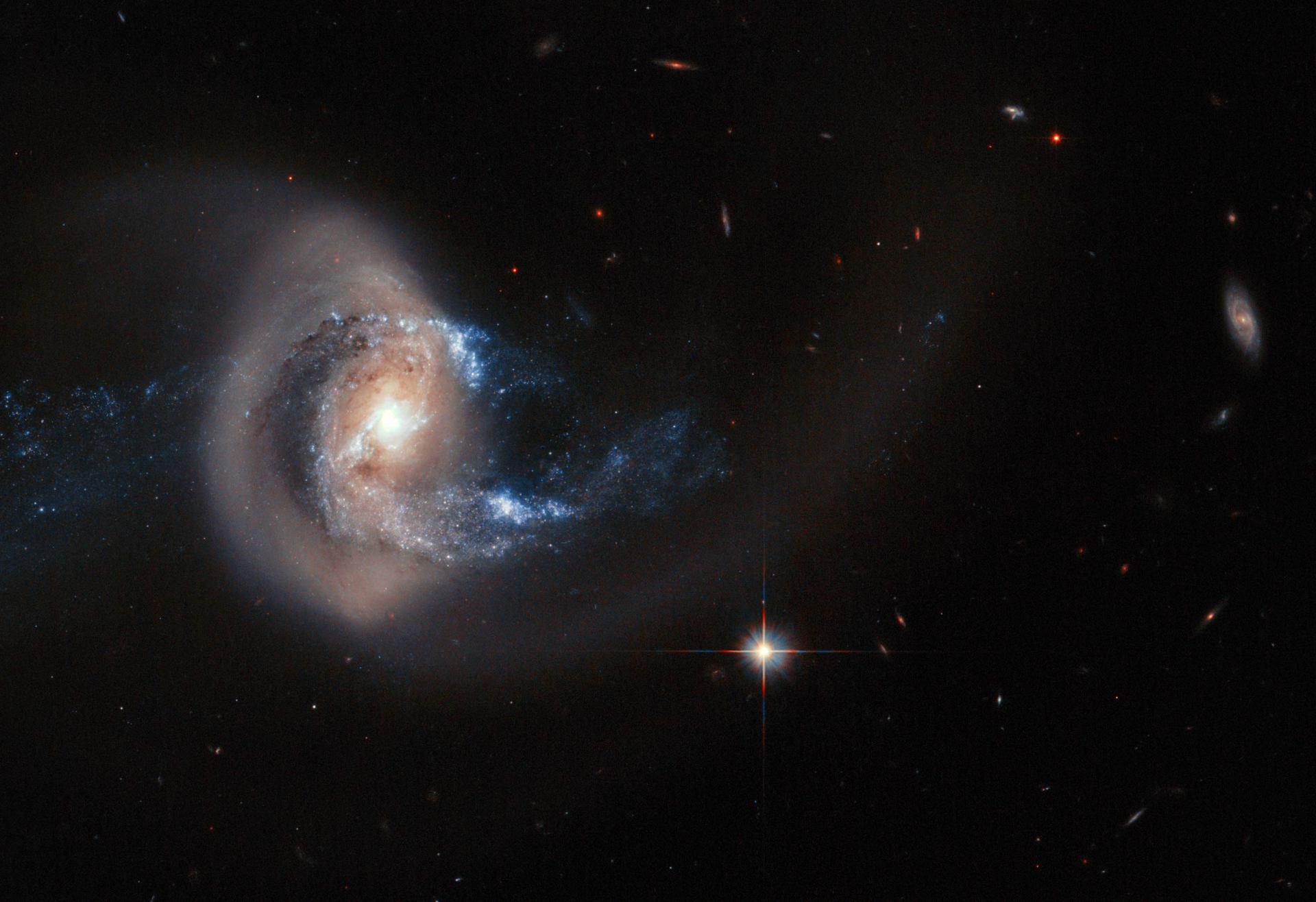 Хаббл постоянно обнаруживает галактики расположенные очень далеко от нас - 1
