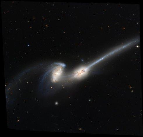 Хаббл заснял редкое столкновение галактических мышей