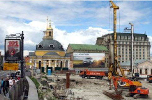 При строительстве на Почтовой площади обнаружили древние артефакты