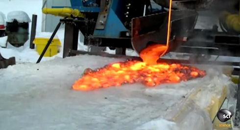 Исследователи вылили лаву на лед (Видео)