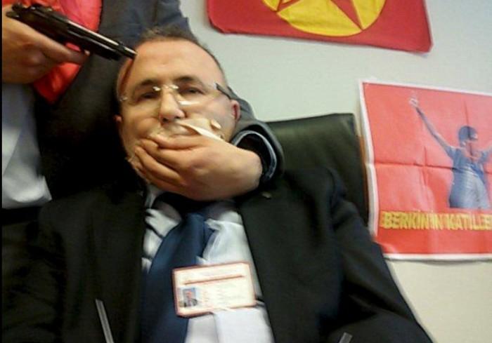 Турция заблокировала 166 сайтов, в том числе YouTube (из-за фото заложника) - 2