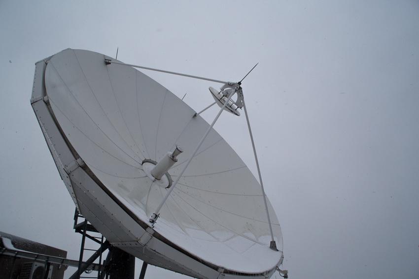 Аппаратный зал (про инфраструктуру спутниковой сети и осциллограф) - 2