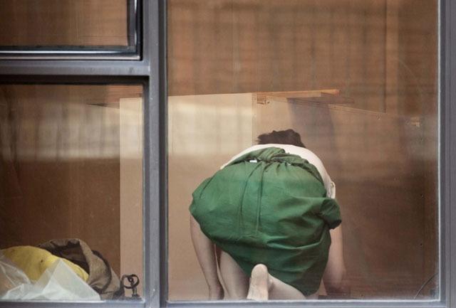 Скрытую съёмку людей через окна квартир признали формой искусства, а не нарушением приватности - 1