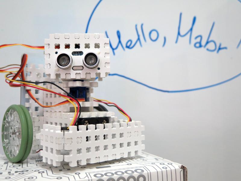 Как мы придумывали конструктор для детской робототехники. Часть 0. Акрил - 1