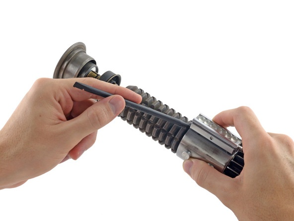 Разборка светового меча от iFixit: 10 из 10 по шкале ремонтируемости - 3