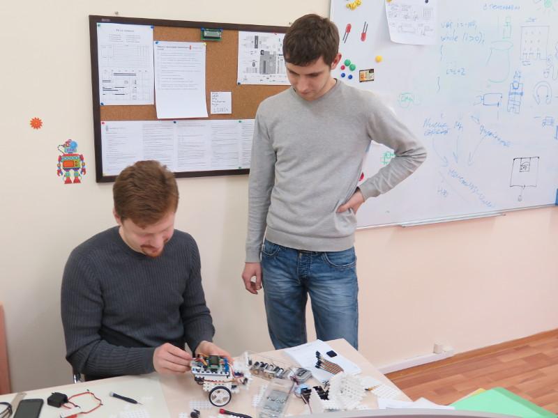 Как мы придумывали конструктор для детской робототехники. #1 - 17