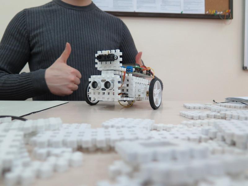 Как мы придумывали конструктор для детской робототехники. #1 - 18