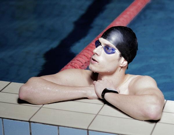 Сбор средств на выпуск умных часов для плавания Swimmo завершается примерно через сутки