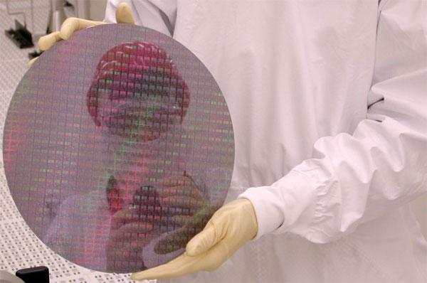 В настоящее Samsung выпускает продукцию по 14-нанометровому техпроцессу FinFET на четырех фабриках