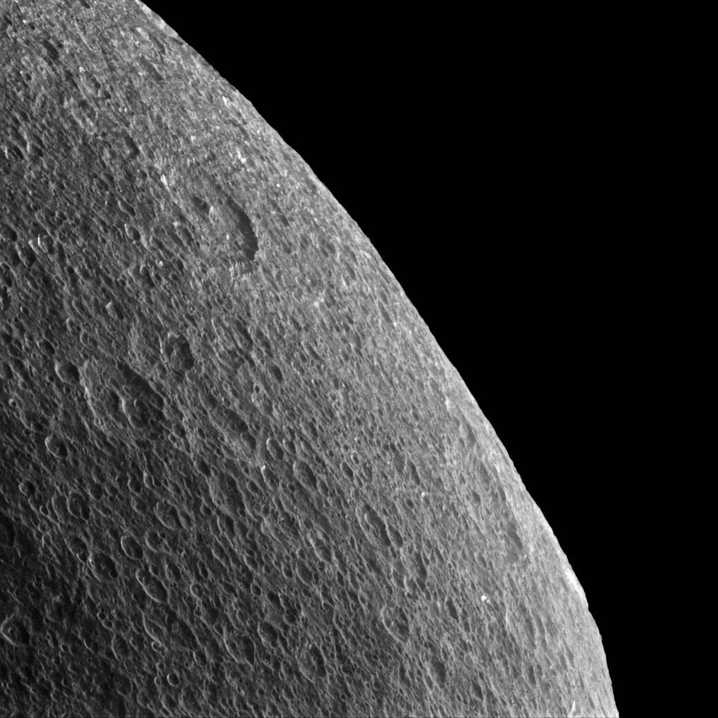 NASA выложило фото Реи, спутника Сатурна - 2