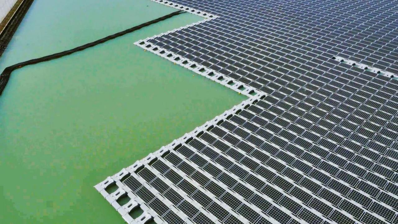 Японцы завершили строительство крупнейшей в мире плавучей солнечной электростанции - 5