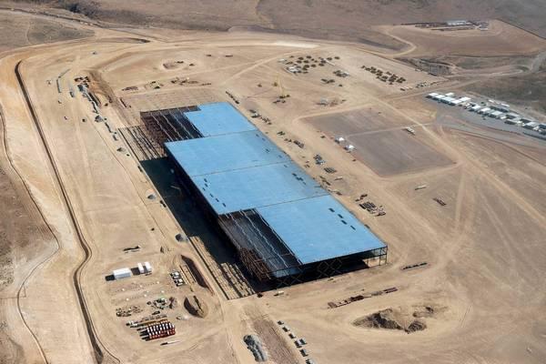 На данный момент готовы металлический корпус основного строения завода и крыша
