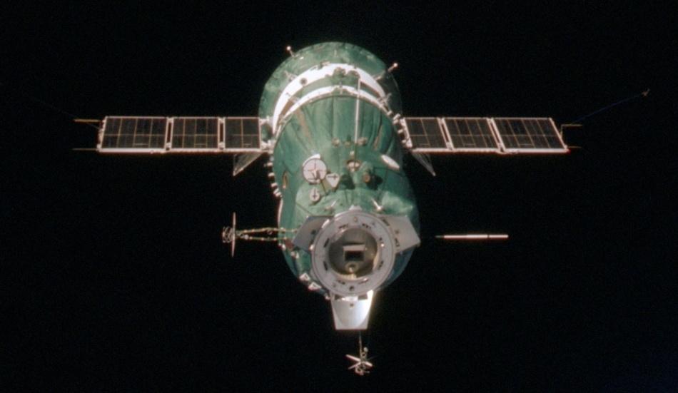 Такие похожие и такие разные «Союз» и «Аполлон» - 24