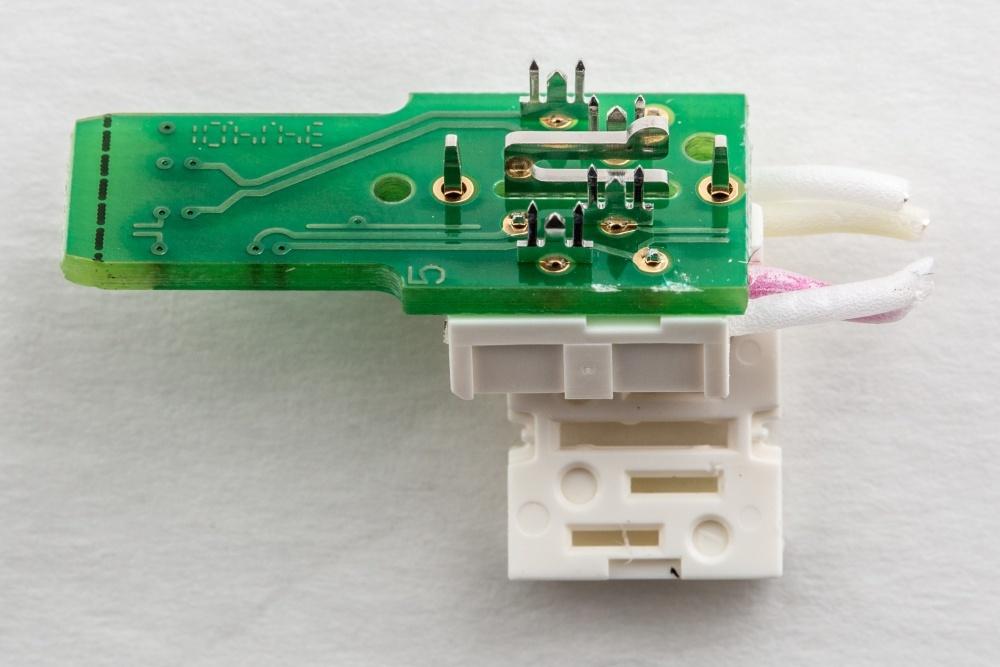 Журналисты ресурса Ars Technica разобрались, что внутри у дорогого аудиофильского ethernet-кабеля - 12