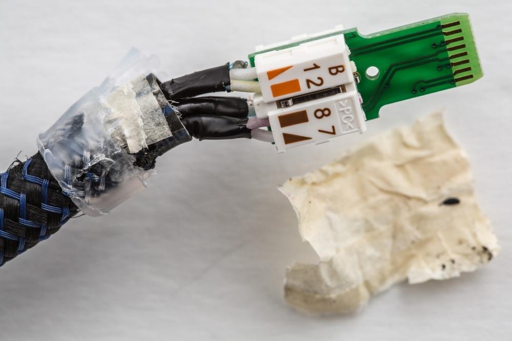 Журналисты ресурса Ars Technica разобрались, что внутри у дорогого аудиофильского ethernet-кабеля - 9